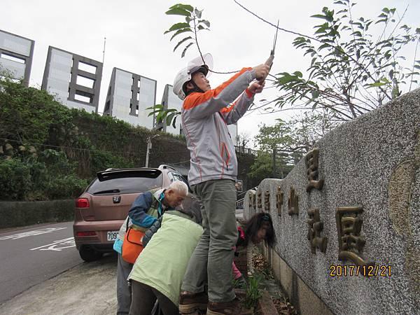 1061221救國團基隆市中山區團委會團委會社區綠美化 (2).JPG