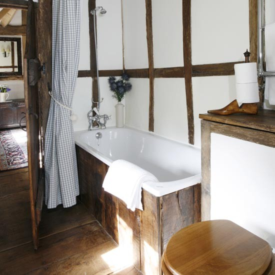 96_00000ddcd_a1c7_orh550w550_small-rustic-bathroom-with-beams