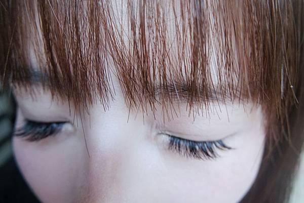 美到畫完底妝就不知道該畫什麼的睫毛_9892.jpg