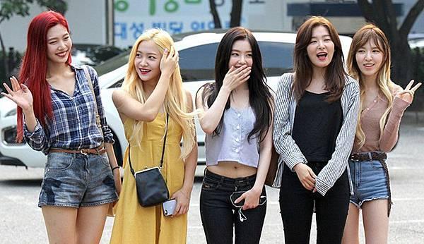 1024px-Red_Velvet_going_to_a_Music_Bank_recording_in_July_2017