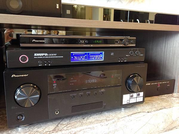 家庭劇院推薦-金門音響作品編號13001--Pioneer先鋒牌藍光播放器+Pioneer先鋒牌環繞綜合擴大機+KMB雙系統切換器+SHUPU無線麥克風