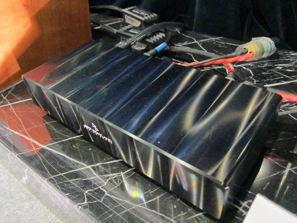 擴大機推薦-波浪光澤外觀的Jeff Rowland擴大機