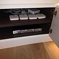 音響器材隱藏在櫃子裡