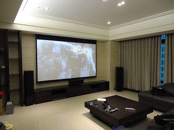 音響推薦。喇叭推薦-大尺寸電動遊戲&劇院視聽間設計