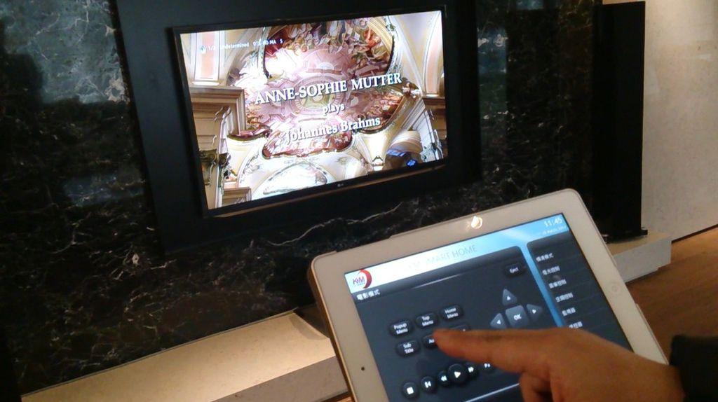 家庭劇院控制專家-KM環控系統,KM環控-家庭劇院。看電影控制模式,控制DVD選單中。