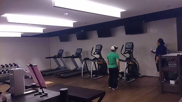 商業空間音響│Paradigm音響,健身房音響及電視