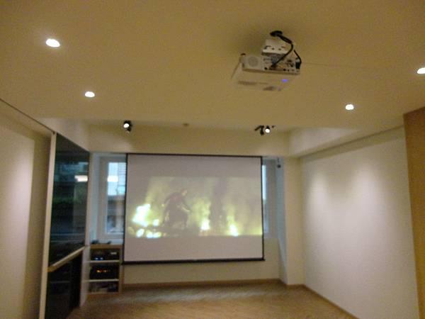 視聽音響工程│商業空間音響,電動投影布幕和投影機施工