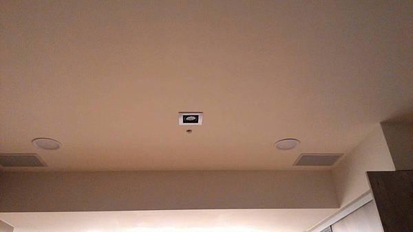 主臥室的崁入式喇叭(IW-808),ZONE 2 多區設計