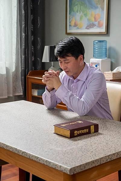 基督徒向神禱告立定心志傳福音見證神