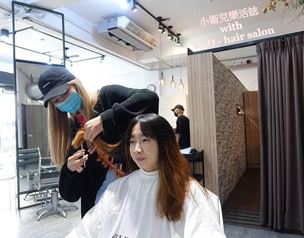 台中西屯剪髮推薦.W.D - hair salon.耳圈染