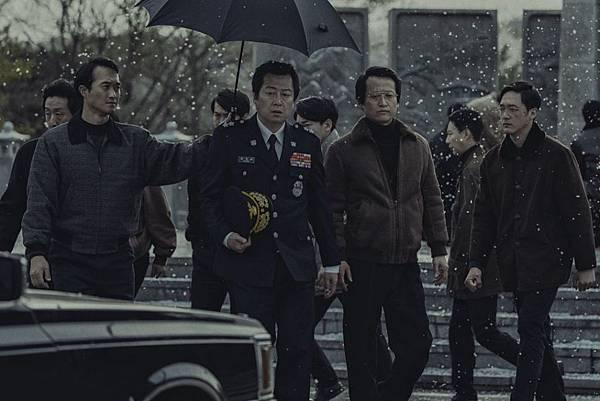 1987:黎明到來的那一天》劇照4-金倫奭飾演朴處長.jpg