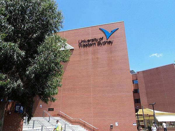 西雪梨大學地標 教學大樓.jpg