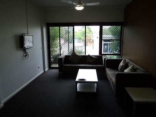 學生宿舍客廳.jpg