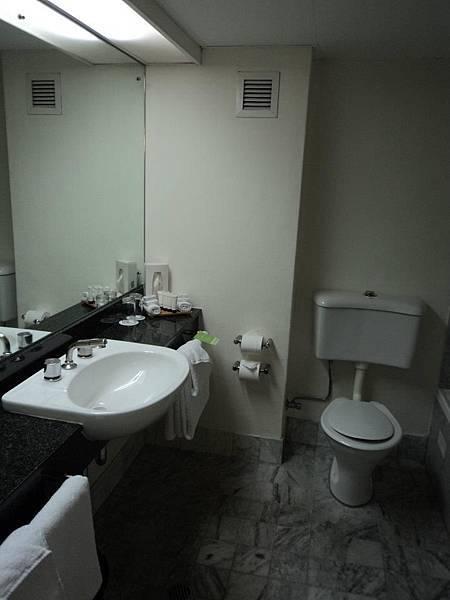 學校給我們住的飯店的衛浴.jpg