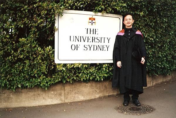雪梨大學畢業照.jpg