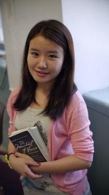 崔美玲建議新移民學生要有更遠大的目標。(記者呂賢修/攝影)