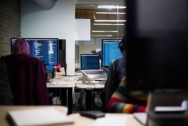 科技業的趨勢, 讓你事業節節升高的Python程式語言!