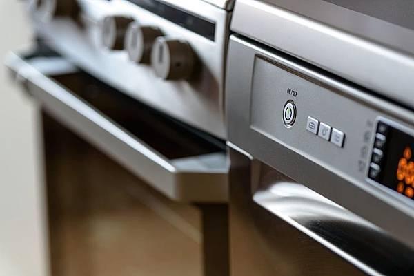 未來的人工智慧冰箱幫你直接上網訂購食材!?AI技能無所不包啊!