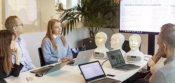interviewer-tengai-robots.jpg