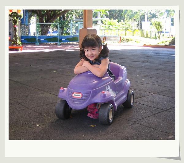 幼稚園玩車.jpg