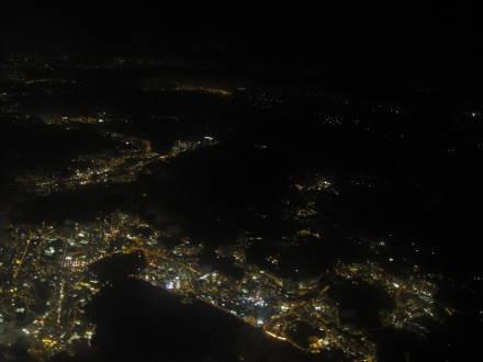 機上俯瞰沿海夜景