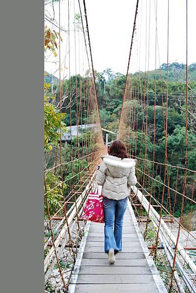 出入旅館都要經過的吊橋
