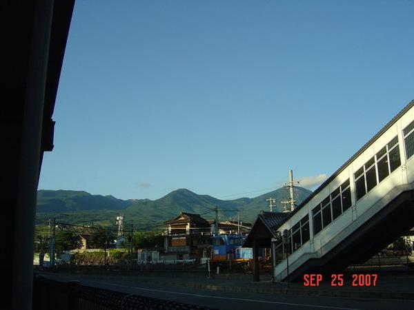 小諸火車站的天橋下方