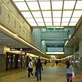 明亮的大阪地鐵地下街