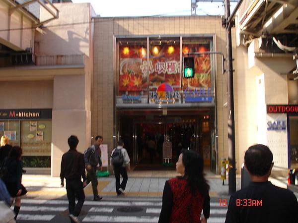 大阪車站著名的「梅三小路」