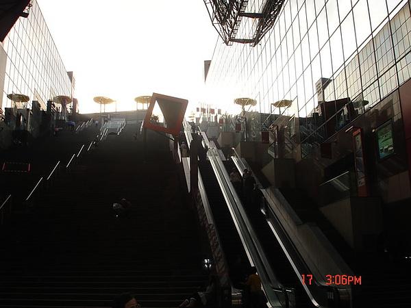 京都火車站內的著名電扶梯