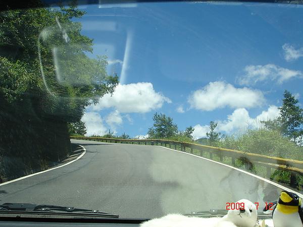 直上藍天的公路