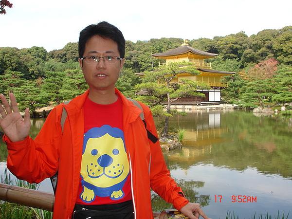 身上的大獅子圖T恤可是日本限定