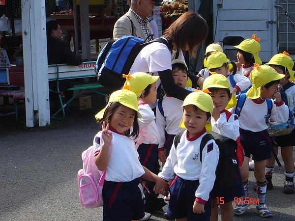 巧遇教學參訪的幼稚園兒童