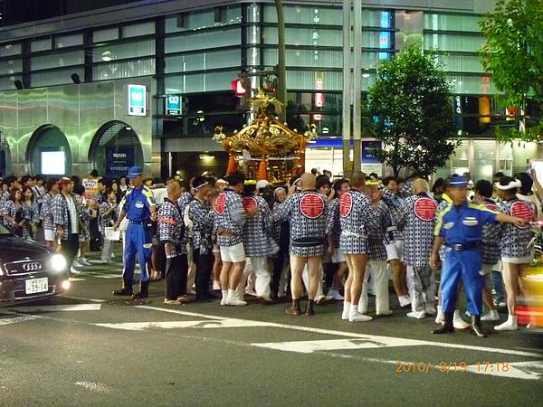 新宿街頭祭典.jpg