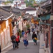 北村韓屋景點中 最重要的一條街~但相對觀光客超多~