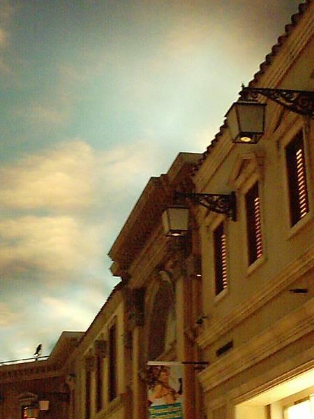 維納斯百貨公司~ 跟捷克的假城堡走同一個路線 哈哈