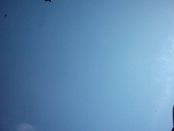 日本的天空~~也很藍唷