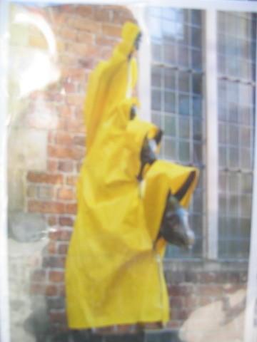 下雨天會穿雨衣唷~~(這是明信片)