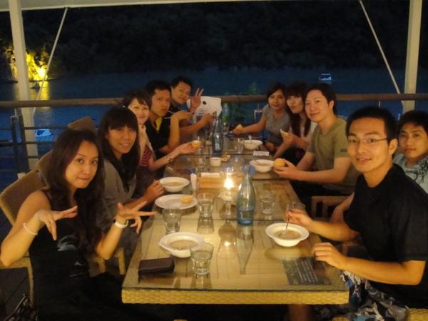 小雅 b-day in 碧潭 with 類陌生人