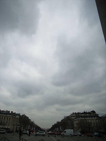 比起倫敦 巴黎路真的路開大條的!!!!