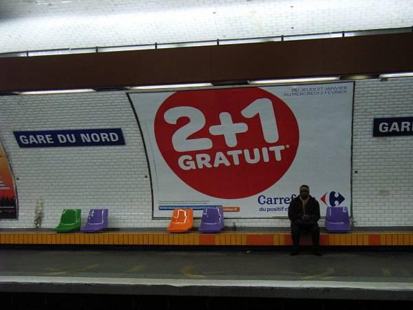 地鐵的椅子好像M&M