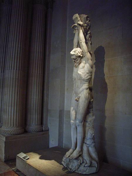 我覺得  比起梵蒂岡的雕像... 羅浮宮裡的雕像 雞雞都很完整