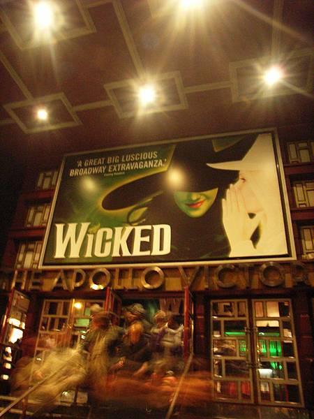 這次看得劇是Wicked  = 綠野仙蹤+金法尤物 +GLEE