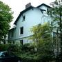 家家戶戶是樓門庭院 外加高級房車還有碎石小徑