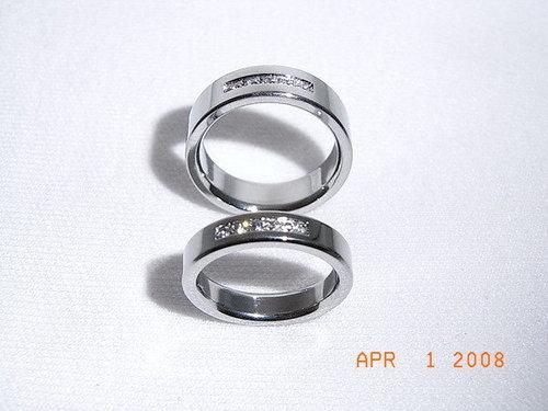 ◆我們的婚戒~鈦金戒指_男戒(上)比較寬,女戒(下)比較窄。.jpg