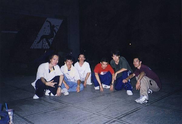 1999年EF練舞跟交大隊員.jpg