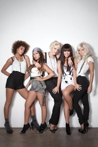 paradiso-girls-3.png