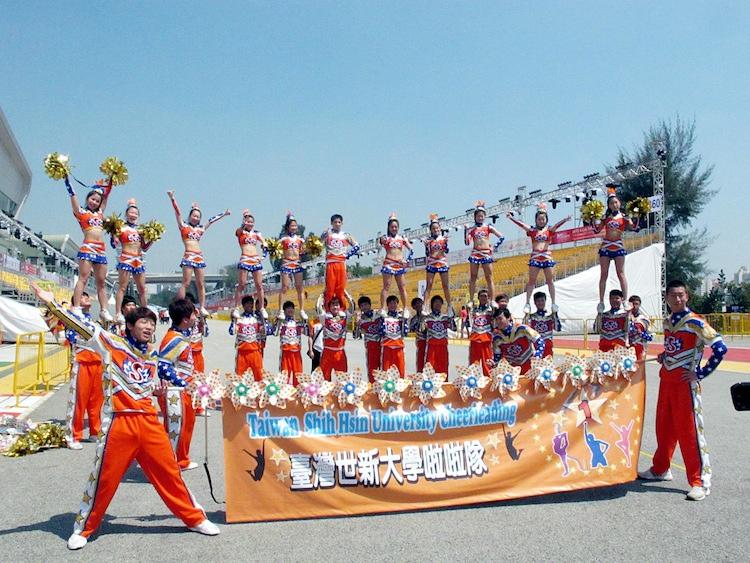 星春節遊行 世新啦啦隊吸睛.jpg
