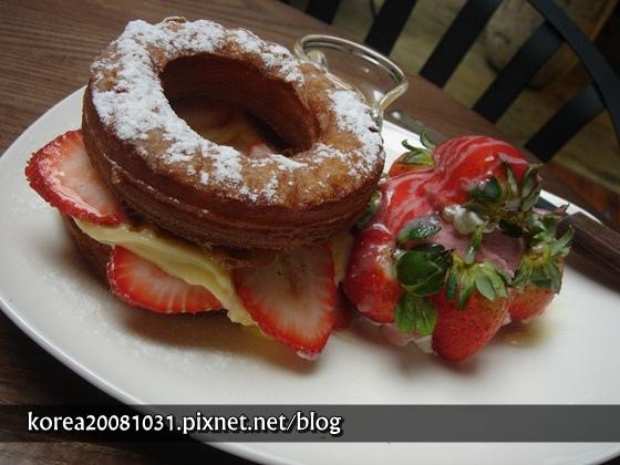 草莓可拿滋