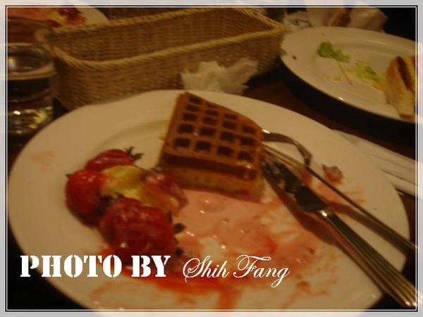 草莓鬆餅殘骸